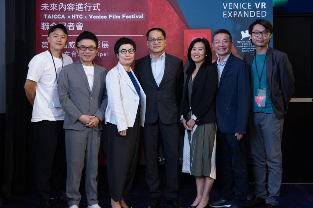 第77屆威尼斯影展將VR單元在台北合照(左起)許智彥、劉思銘、丁曉菁、彭俊亨、胡晴舫、張中周、唐治中